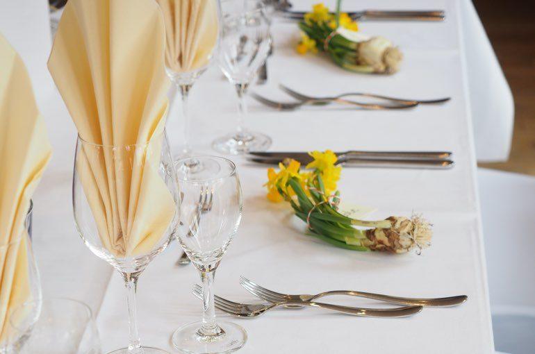 Tischdeko Osterglocken Hochzeit